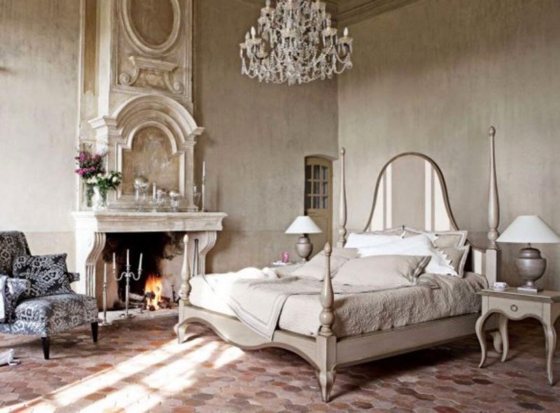cuarto decorado con chimenea