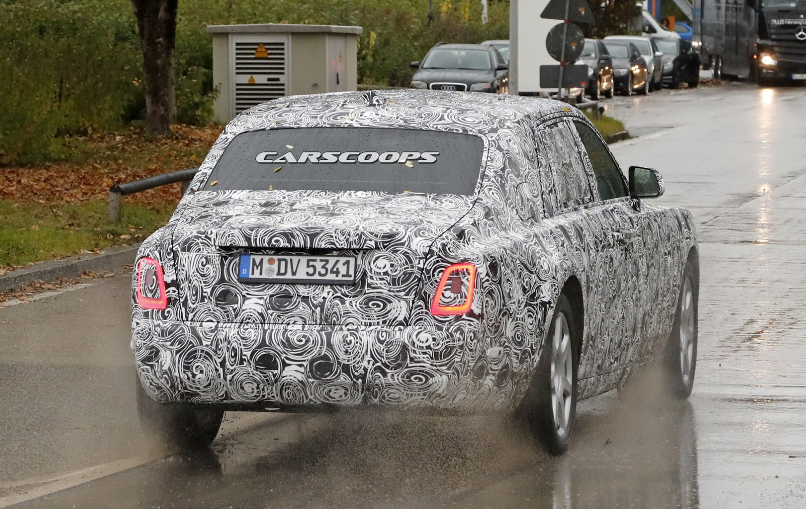 2018-Rolls-Royce-Phantom-11
