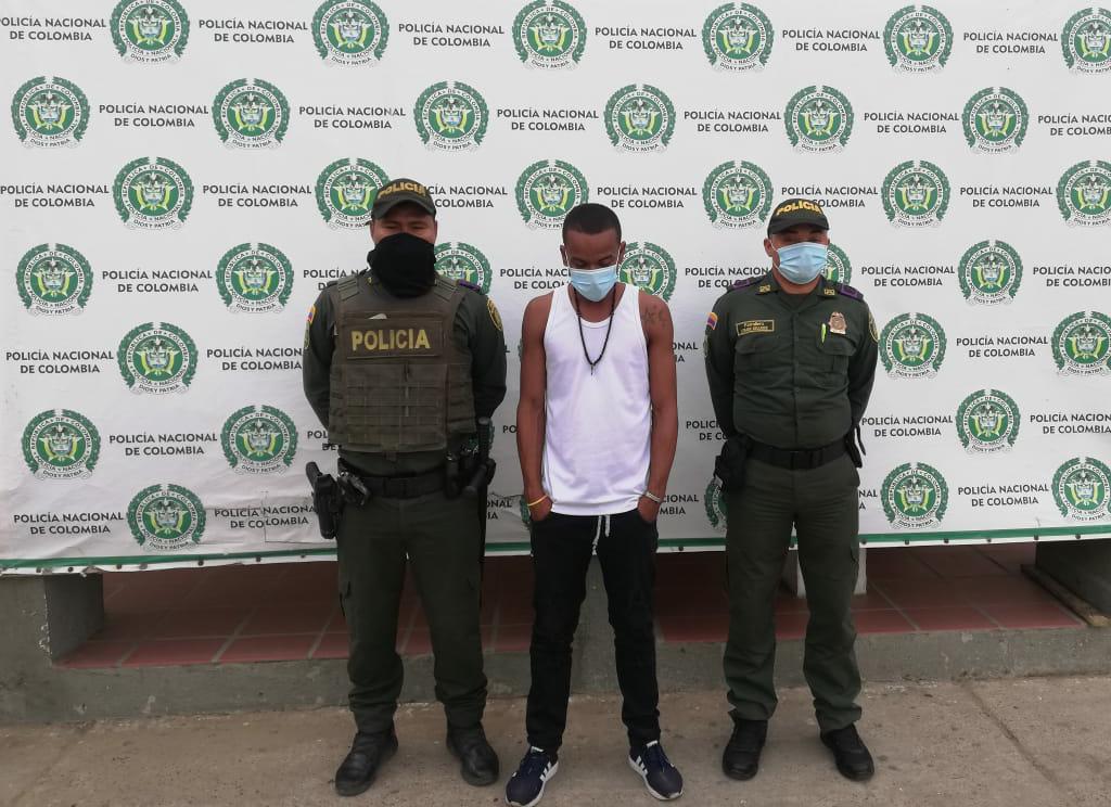 hoyennoticia.com, Bajo los efectos de la droga hacía disparos al aire