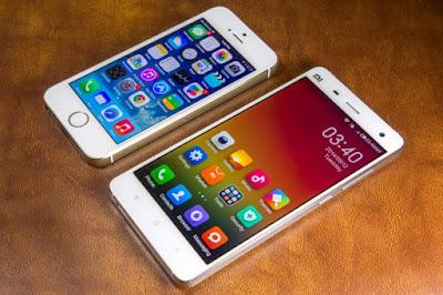 Xiaomi mi4  và iphone 5 đọ dáng với nhau