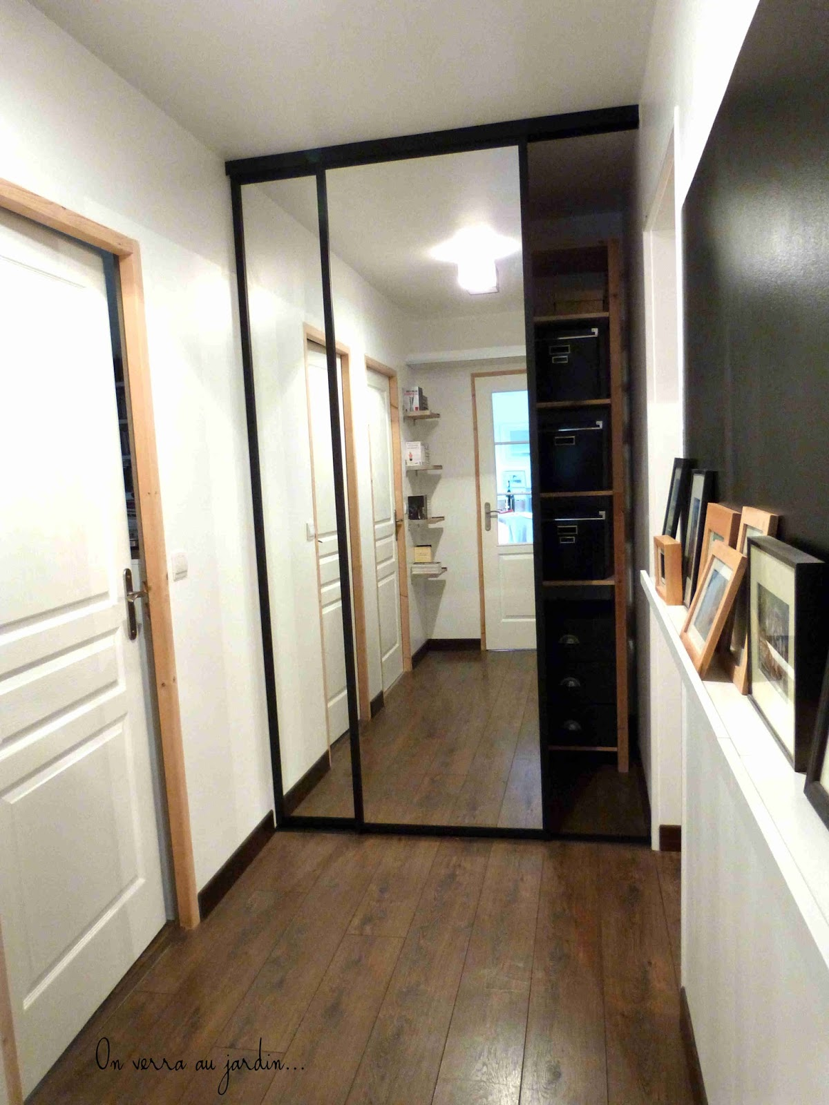 on verra au jardin couloir. Black Bedroom Furniture Sets. Home Design Ideas