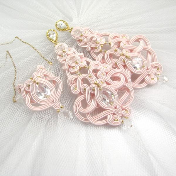 Różowa biżuteria ślubna - długie kolczyki i delikatny wisiorek sutasz