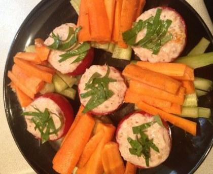 Tomatoes stuffed with tuna (light recipe)