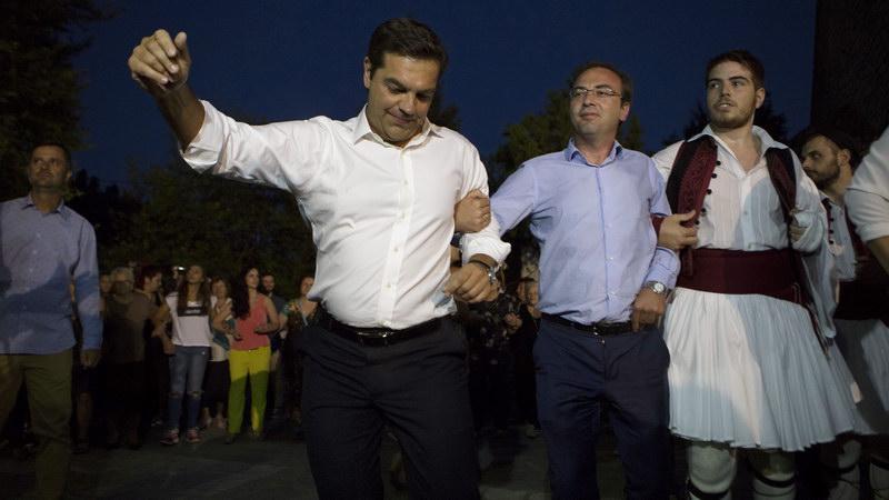 Ο Αλέξης χορεύει καγκελάρι στο χωριό του