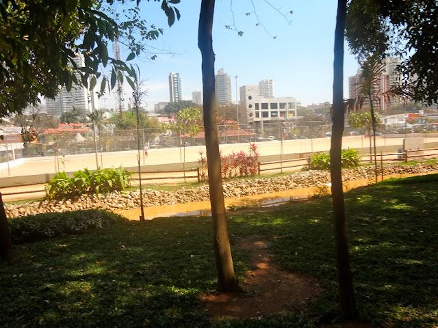 Campo no Bosque Maia em Guarulhos