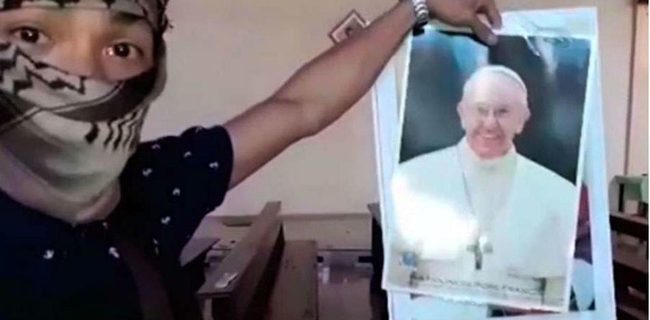 Se presume que el video fue filmado en mayo durante los destrozos a un templo cristiano