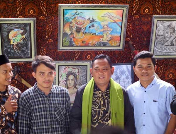 Pameran Lukisan Kampung di Festival Kali Piket Dikunjungi Bupati Eka