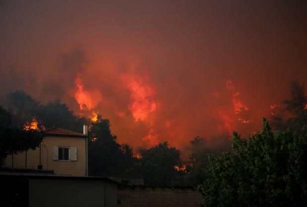 Εφιάλτης στην Εύβοια: Εκκενώνονται χωριά