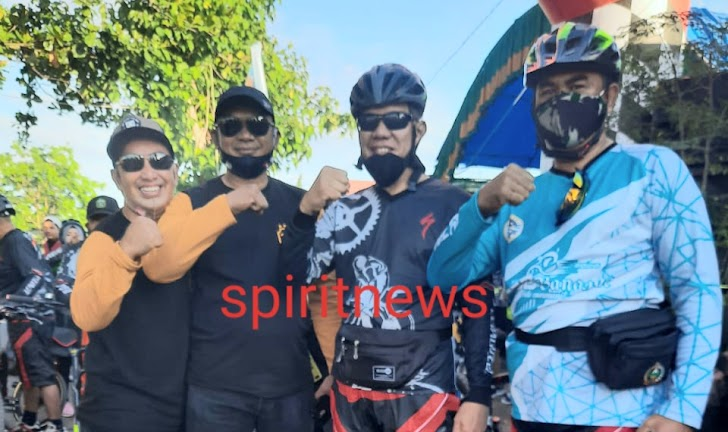 Lepas Rombongan Sepeda Santai, Wakapolres Takalar Ingatkan Protokol Kesehatan dan Tertib Berlalulintas