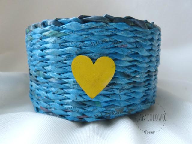 papierowa wiklina -niebieski koszyk