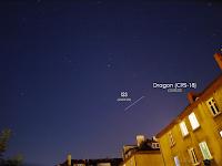 Stack zdjęć wykonanych podczas górowania ISS i podążającego później za nią Dragona.