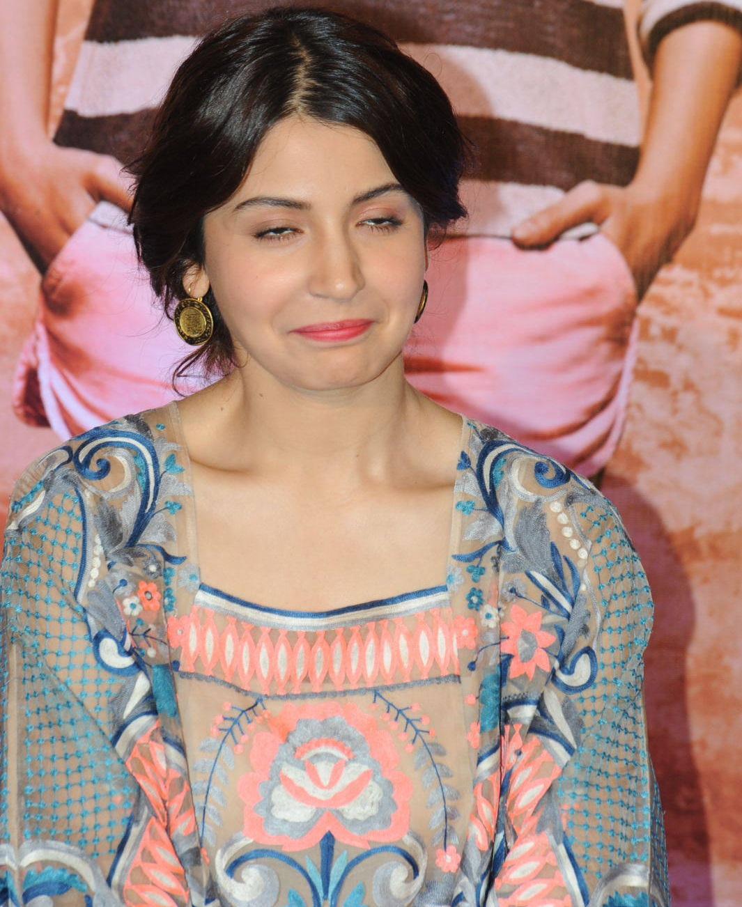 Anushka Sharma Sliping Photos At Mumbai Film Festival