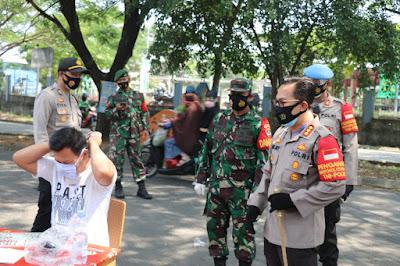Kapolresta Tangerang Pimpin Operasi Yustisi Bersama Pemkab Tangerang di Pasar Kemis