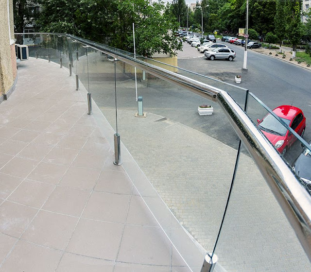 Astonishing glass fencing