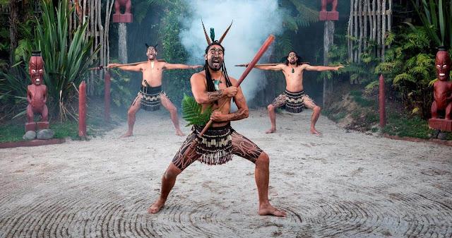 Địa điểm lôi cuốn du khách vào hành trình trở lại thời đại tự hào của các chiến binh với những truyền thống cổ xưa. Đây là nơi nhận nhiều giải thưởng văn hóa nhất ở New Zealand. Du khách đến đây được trải nghiệm các nghi lễ, buổi biểu diễn độc đáo, đồng thời có cơ hội tìm hiểu văn hóa thông qua những câu chuyện đã lưu truyền qua nhiều thế hệ.