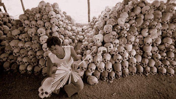 Tengkorak rakyat Kamboja yang dibunuh oleh sang guru diktator, Pol Pot. Youth Ki Awaaz