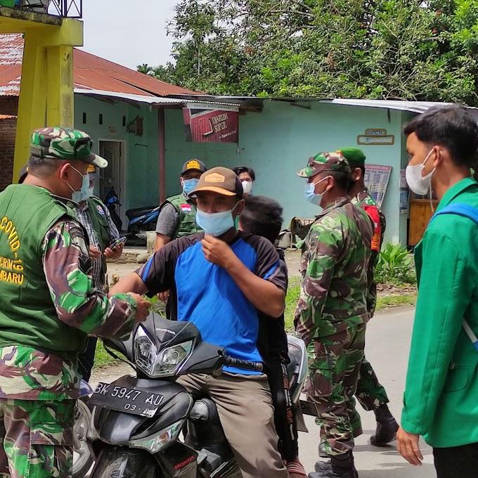 Mahasiswa KKN Dr-07 UIN Sumut Bagi Masker dan Sabun Ke Masyarakat