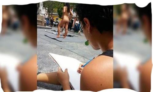 Trio Se Desnuda en Plaza del Viejo San Juan