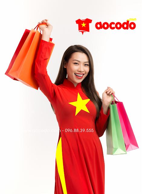 Áo dài cờ đỏ sao vàng đi shopping