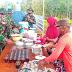 Tingkatkan Hubungan Persaudaraan di Lokasi TMMD, Satgas TNI Minum Teh Bersama Warga