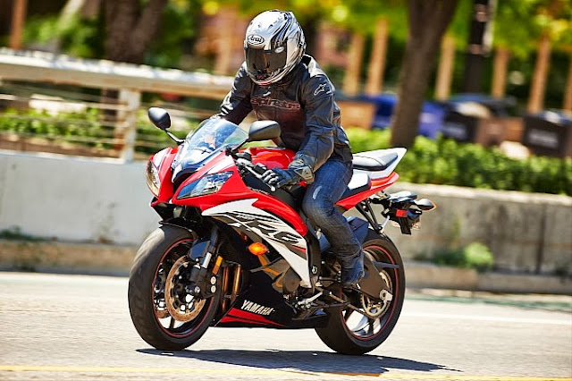 http://motorcyclesky.blogspot.com/images/news/gallery/2014-yamaha-yzf-r6-official-pics-photo-gallery_3.jpg?1379073533