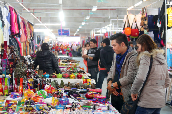 Chợ đêm Hạ Long - thiên đường mua sắm