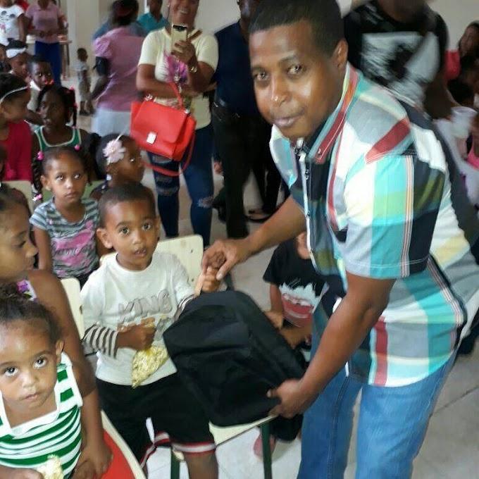 Diputado   Juan  Maldonado  Castro  Realiza entregas de  Útiles Escolares