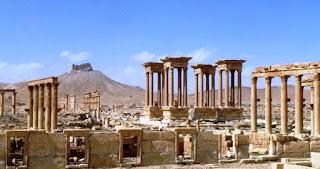 Palmira está nuevamente en manos de tropas gubernamentales sirias. Eso significa mucho más que la mera reconquista de un patrimonio cultural de la Antigüedad, opina el redactor en jefe de DW, Alexander Kudascheff.