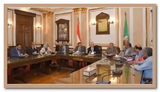 رئيس جامعة القاهرة يوجه باعداد مناهج الترم الاول الكترونيا