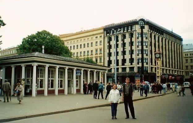"""1998 год. Рига. Бульвар Бривибас. Часы """"Лайма"""" и Колоннадный павильон"""