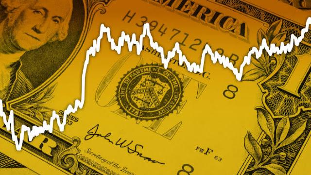 Dólar opera al alza