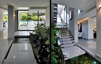Contoh Taman Dalam Rumah Minimalis Dengan Kolam Ikan Mini Bergaya Kontemporer Modern