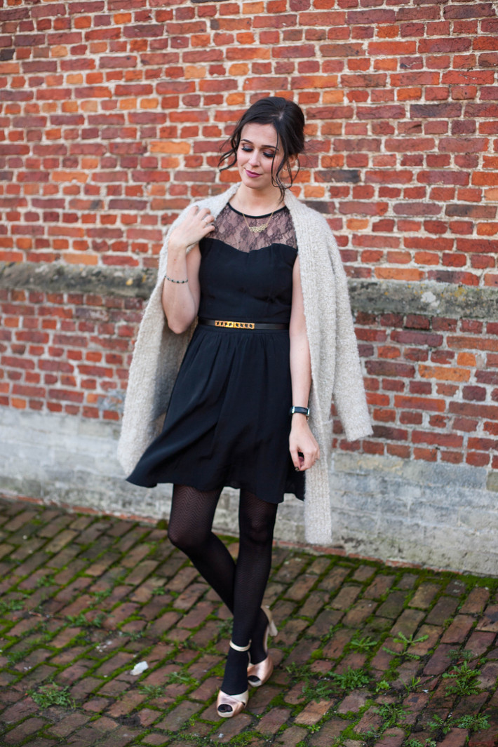 Outfit: Christmas date night outfit in black and gold