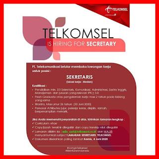 Sekretaris di PT Telekomunikasi Selular (Telkomsel)