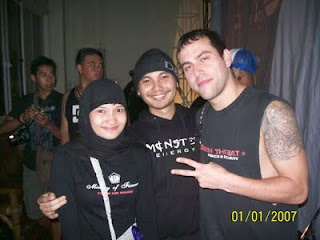 Epi Friezta Dewi Hasibuan & Cecen Core & Jordan Posner, gitaris Terror
