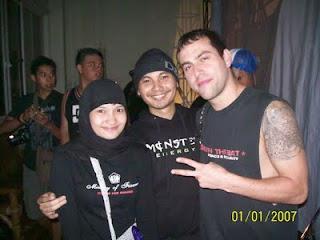 Epi Friesta Dewi Hasibuan & Cecen Core & Jordan Posner, gitaris Terror