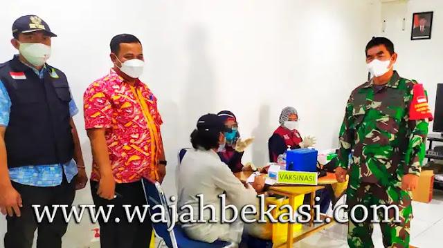 Koramil 02 Tarumajaya dan Muspika Tarumajaya Laksanakan Serbuan Vaksinasi Massal