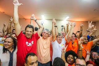Ao lado do vice de Lula, João inaugura comitê em Campina Grande
