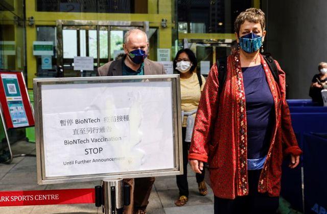 Hong Kong sospende il vaccino Covid Pfizer
