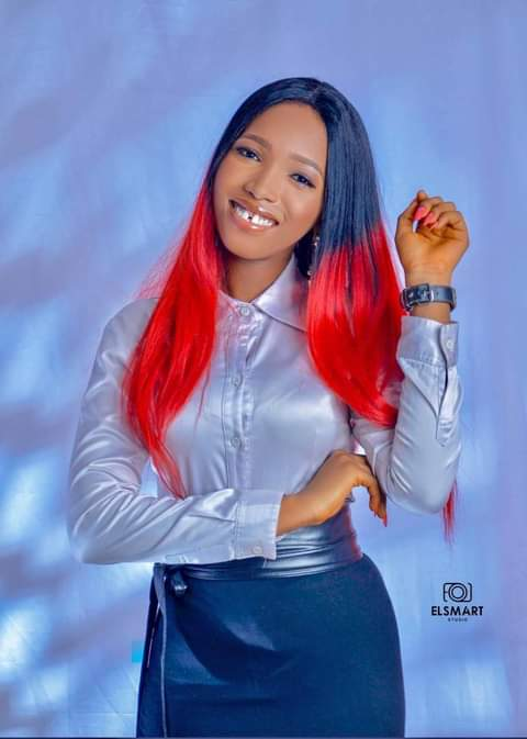 Lady Narrates how his friend who used to be woman1zer accepted Jesus Christ.
