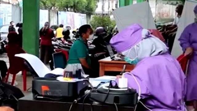 Puluhan Wartawan di Jambi Ikuti Pelaksanaan Program Vaksinasi Covid 19