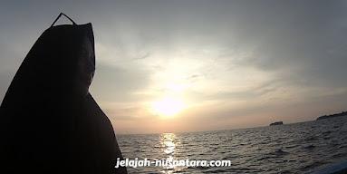 aktivitas sunset pulau harapan