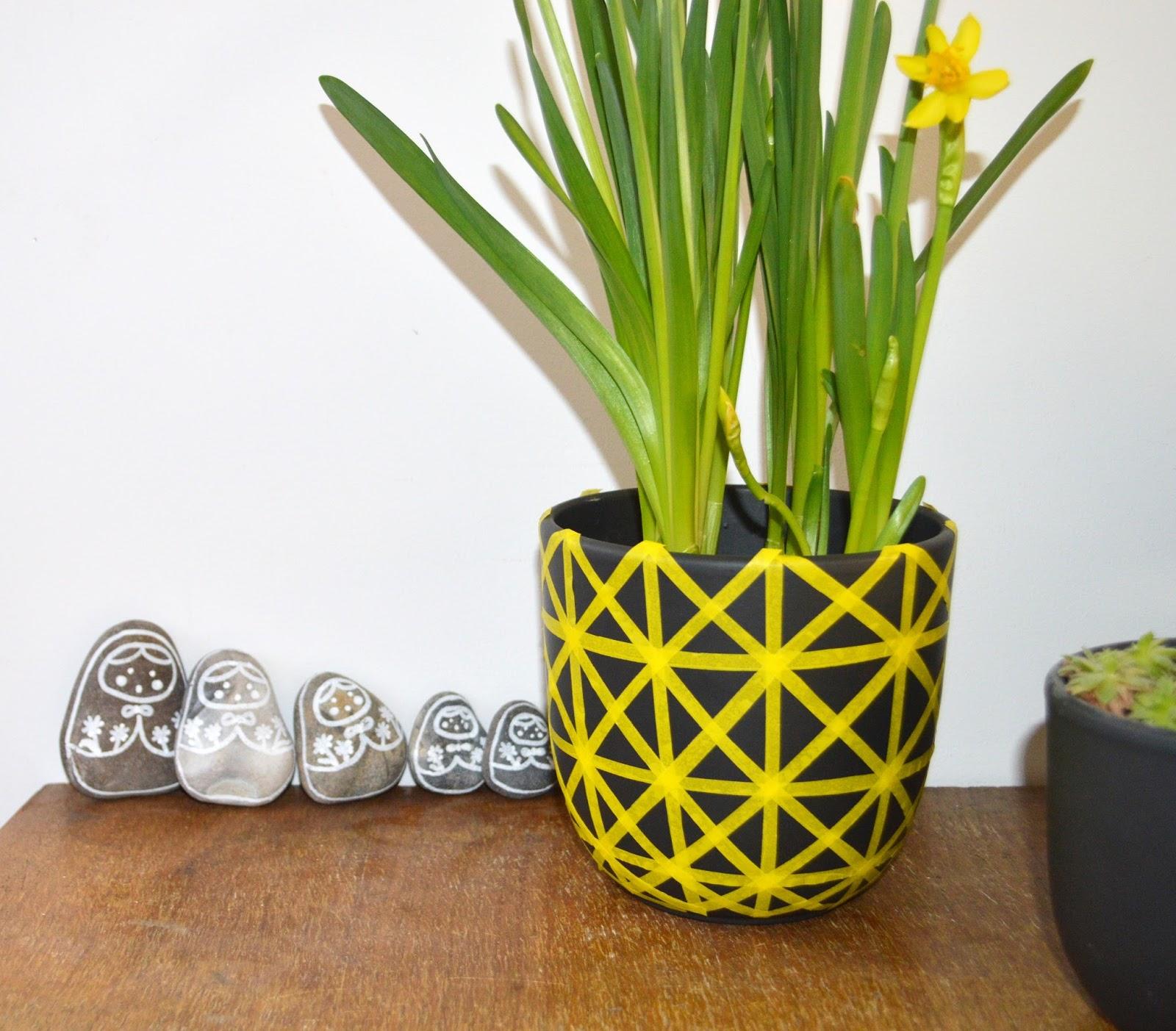 gabulle in wonderland un pot graphique avec du masking tape. Black Bedroom Furniture Sets. Home Design Ideas