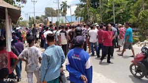 Warga Tangga Blokade Jalan Lintas Tente-Parado
