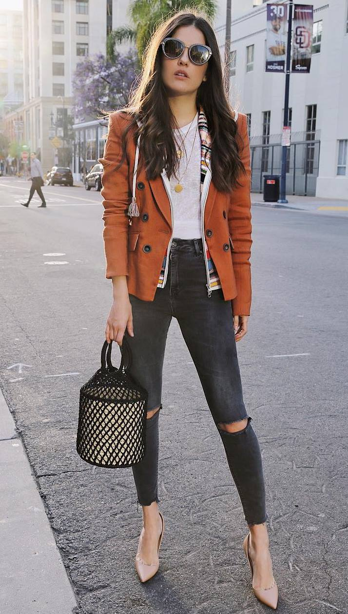 cool office outfit to copy right now / brown blazer + striped cardi + white top + heels + bag + skinnies