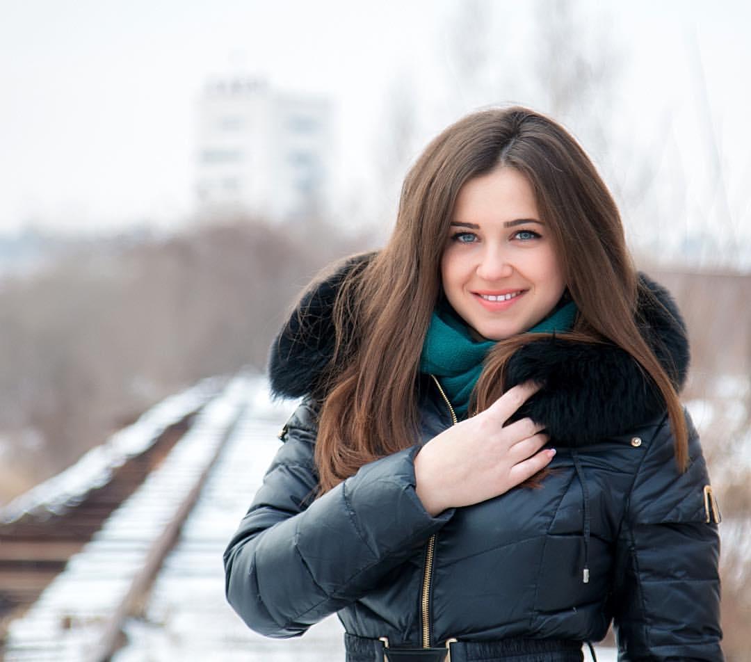 Снять девочку украина проститутки досуг атырау