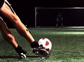 variasi gerak mengumpan dalam sepak bola