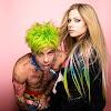 """Avril Lavigne nos muestra el booklet completo inspirado en """"Flames"""""""