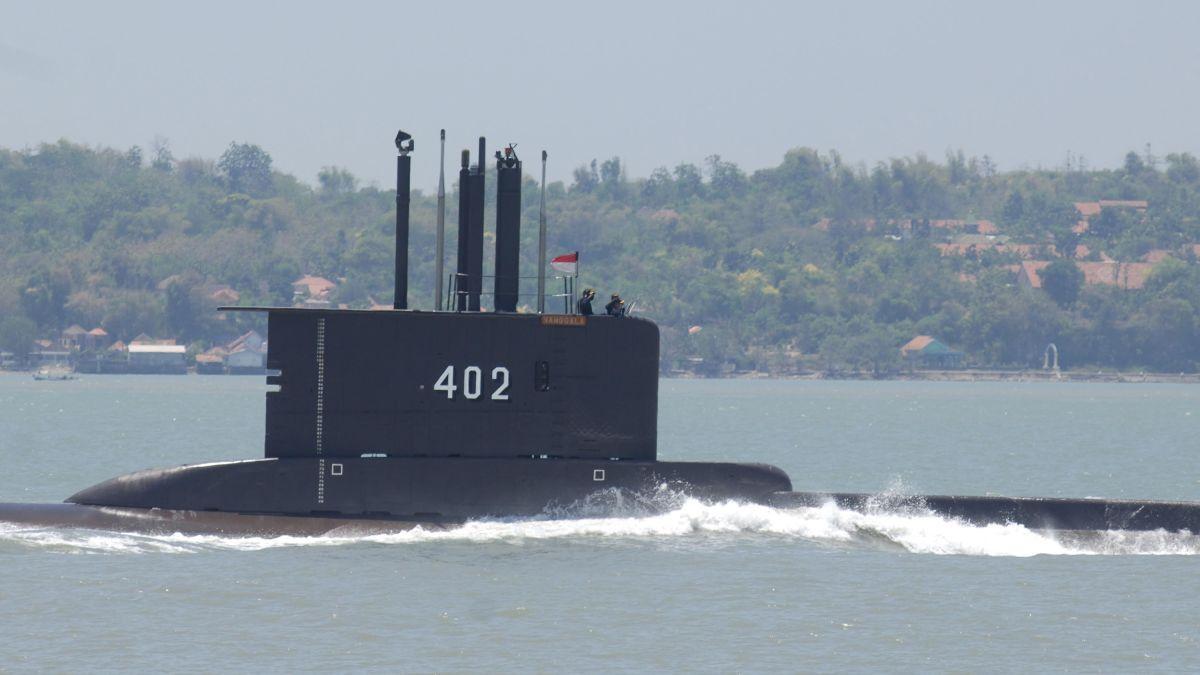 Indonesia encuentra el submarino desaparecido y sus 53 tripulantes están muertos