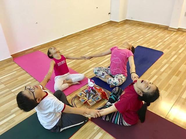 ket-noi-ban-than-va-moi-nguoi-qua-yoga